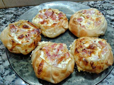 desde el blog cocina fcil te presento este rollito de pan de molde receta aqu con que sueles tener en casa conseguirs un entrante