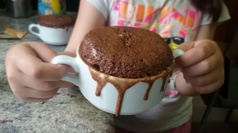 Mug cake de cola cao bizcocho f cil en 5 minutos anna - Postres ligeros y rapidos ...