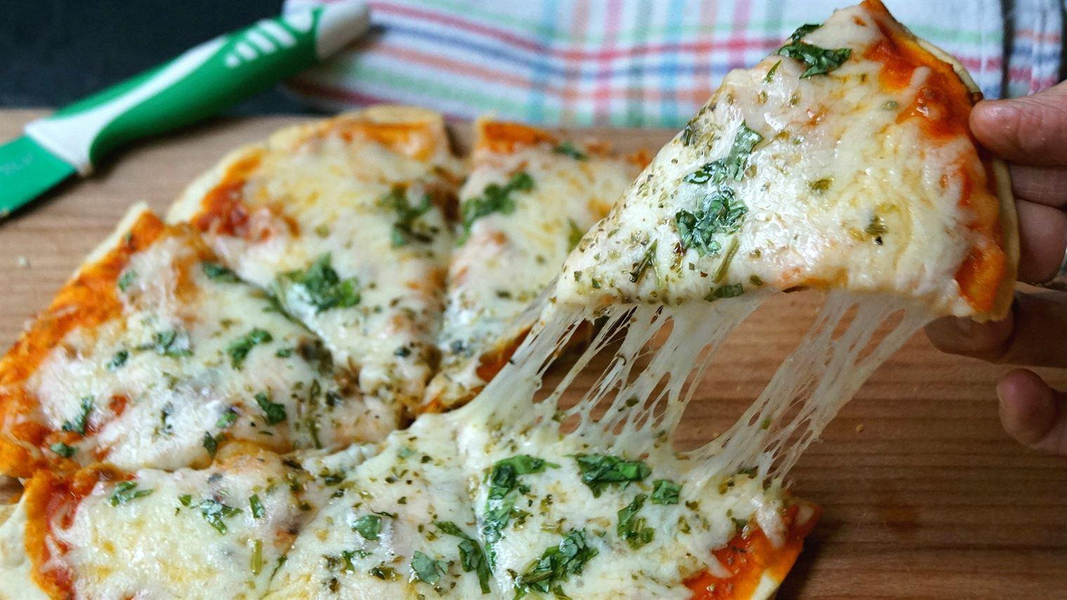 Pizza margarita en la sartén fácil y rápida (sólo 5 minutos). ¡¡¡Súper crujiente!!!