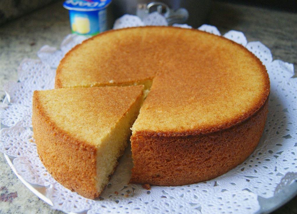 Bizcocho de yogur o torta de yogur anna recetas f ciles for Bizcocho de yogur y almendra