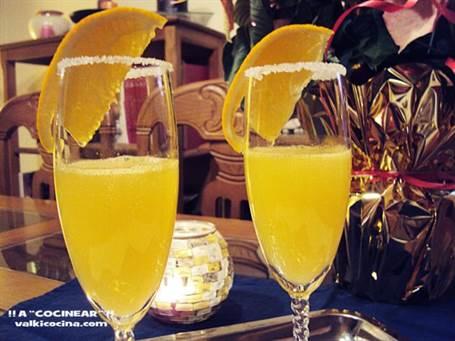 Cóctel de champán con zumo de naranja