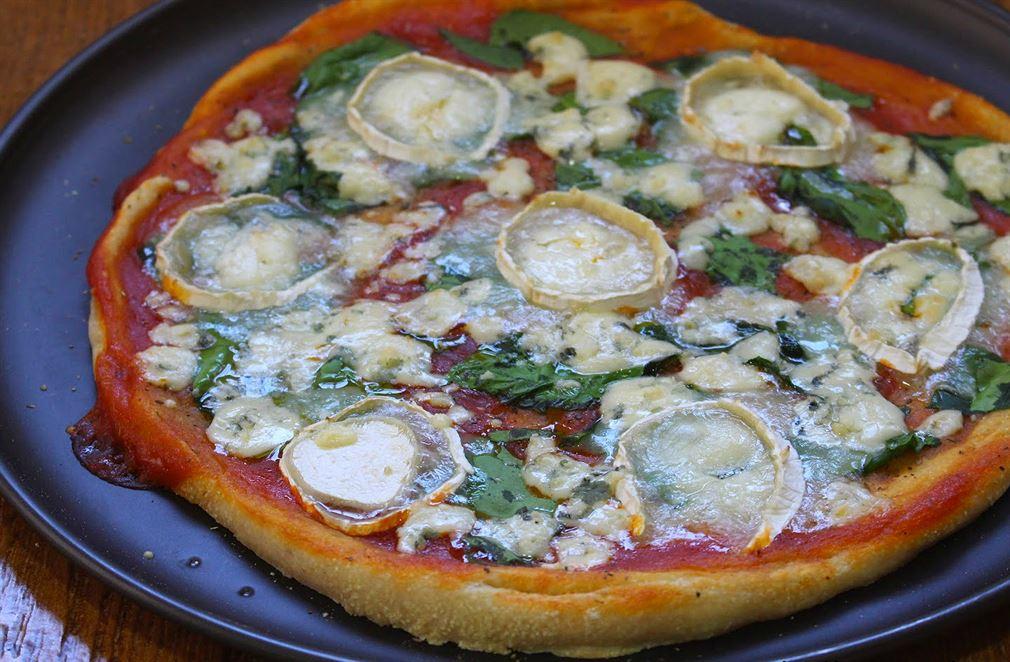Pizza de espinacas y queso de cabra