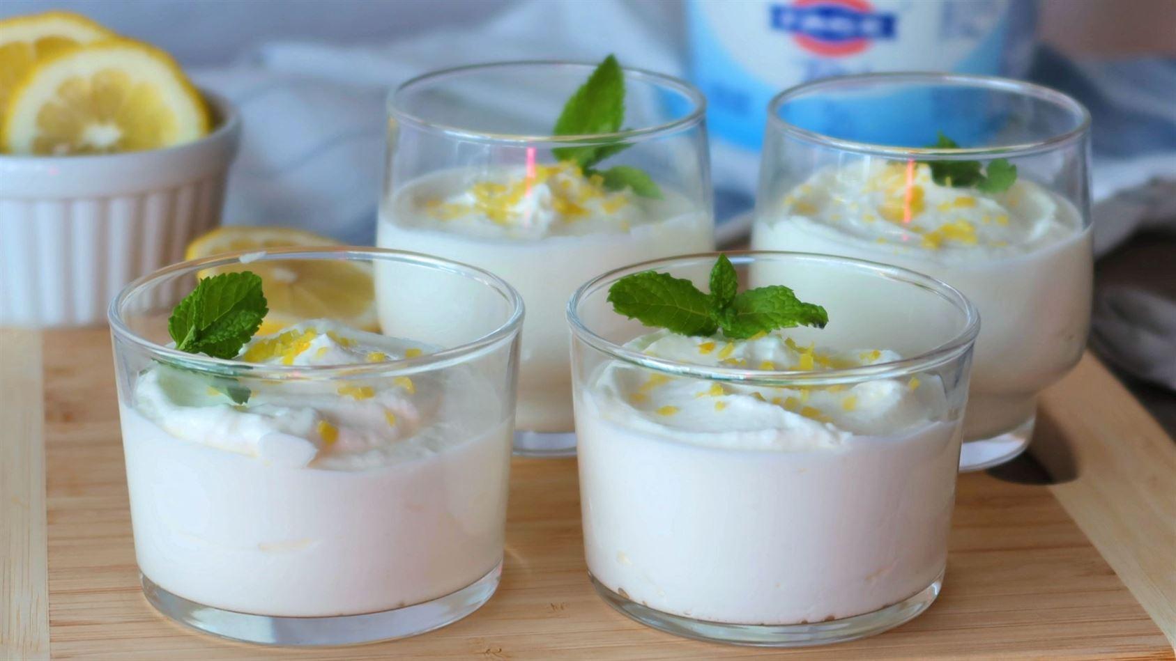 Mousse de yogur y limón. Solo 4 ingredientes y rapidísimo