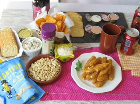 Mesa de aperitivos con la Degustabox Julio