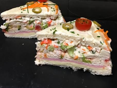 Pastel de atún frio con pan de molde
