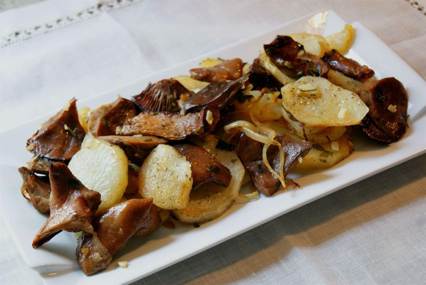 Patatas panadera con níscalos