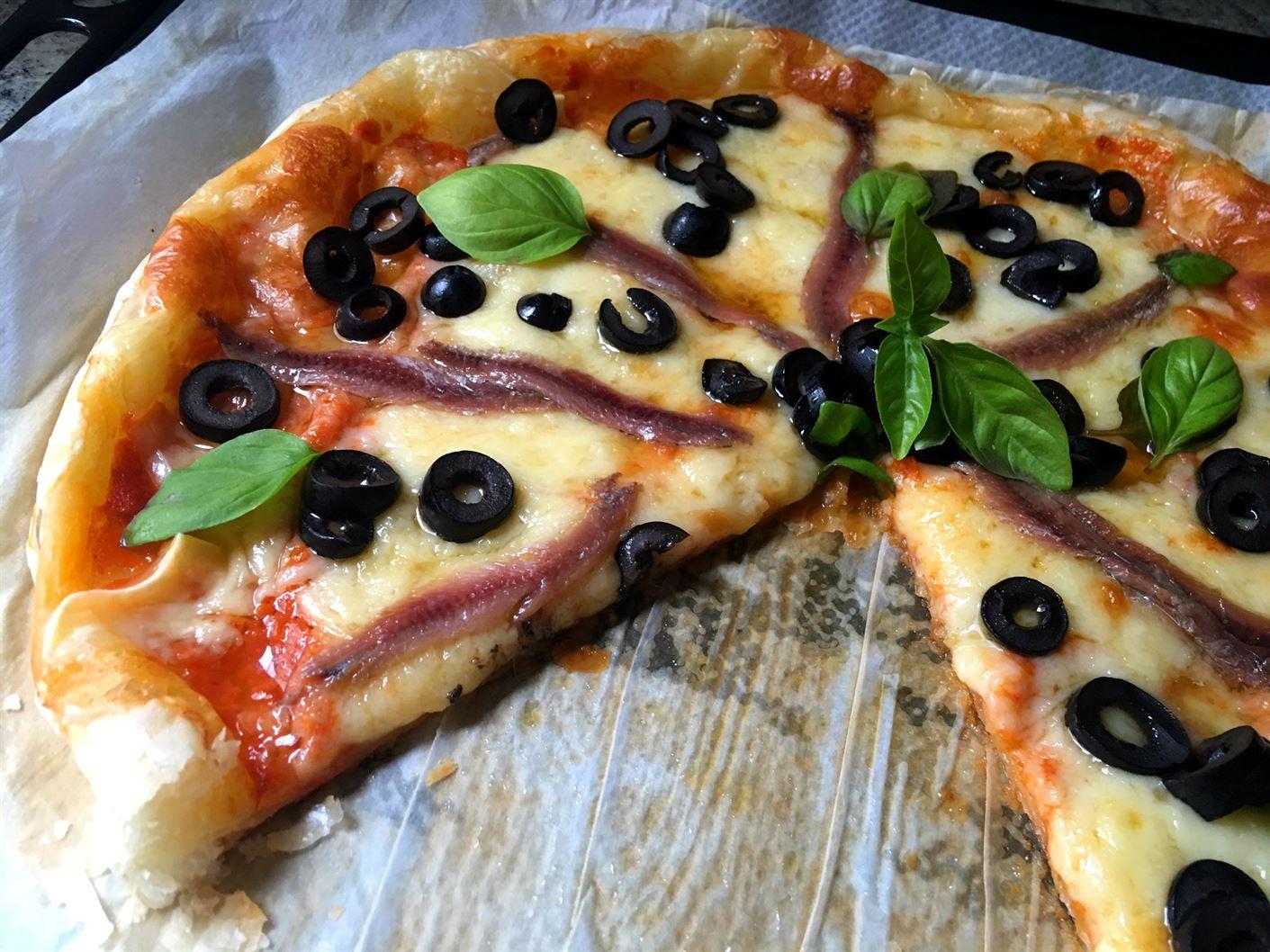 pizza-de-anchoas-con-masa-de-hojaldre-2