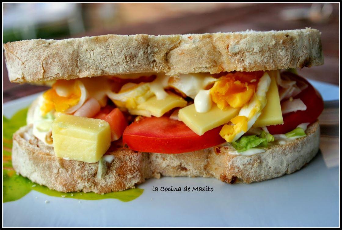 """Sándwich vegetal con pavo y queso """"Estilo Sonia"""""""
