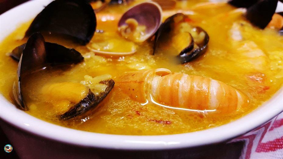 Sopa de marisco y arroz